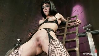 Wired pussy screwed, strip nude club