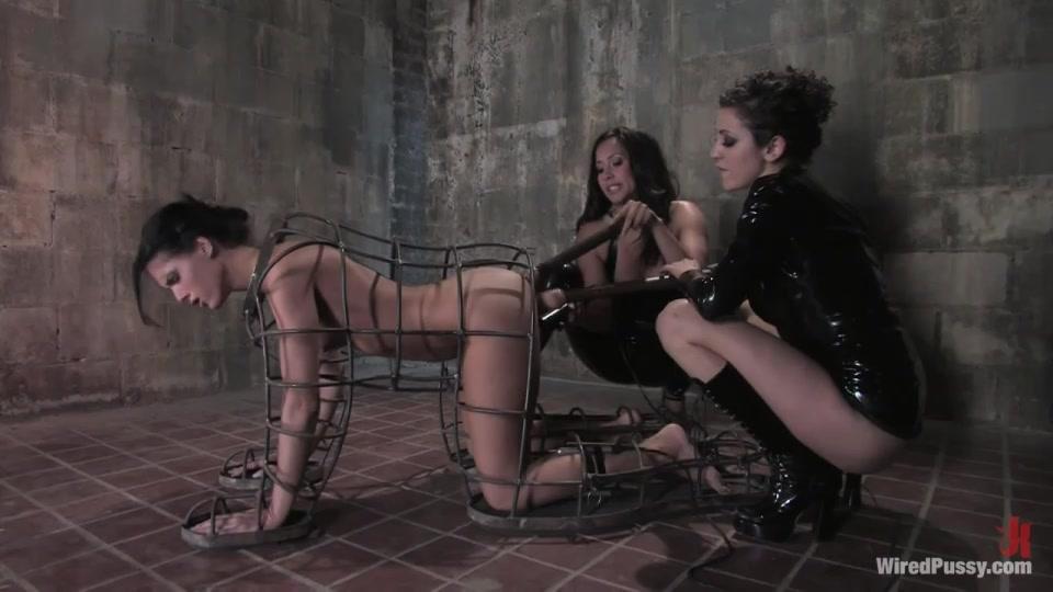 Рабыня в клетке секс видео