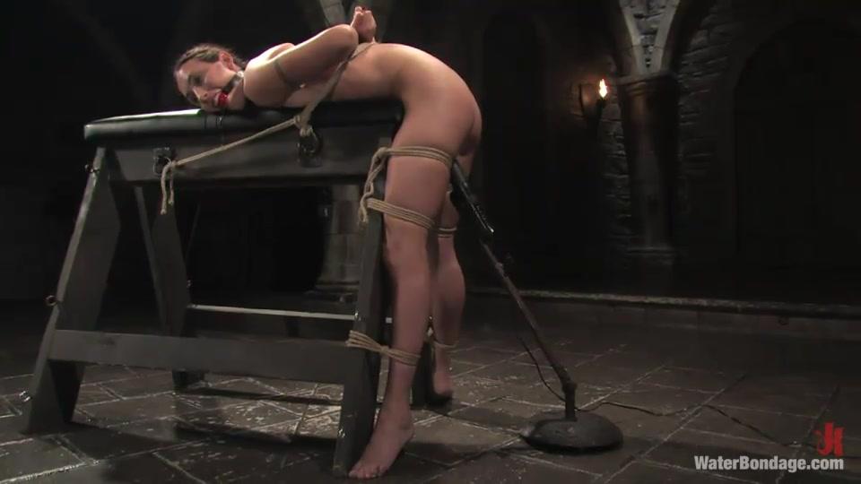 Bound kurba s ball gag ukrivljen več in zlorabljeni-6433