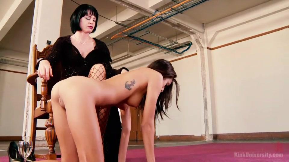 Русские хозяйка делает из своего раба рабыню