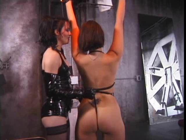 Видео гильотина бдсм сосков, женщину ебут в рот