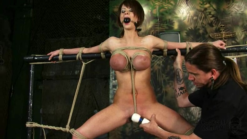 Dame Monsterschwanz Dunkelhaarig Massage